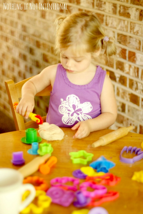 How to start a homeschool preschool co-op--preschool curriculum ideas, sample schedule, and play-based learning activities.