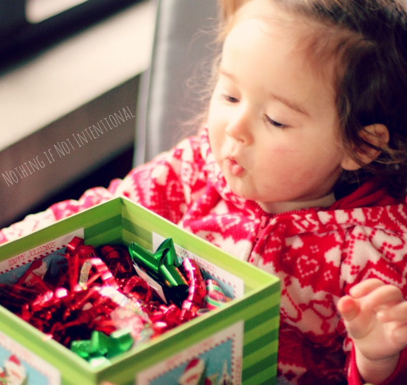 Christmas Discovery Boxes--Simple and FREE Christmas play idea.