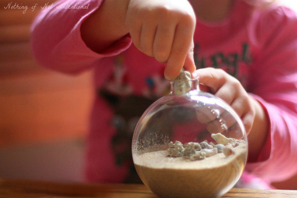 Kid-Made Christmas Ornaments: Sand & Seashells