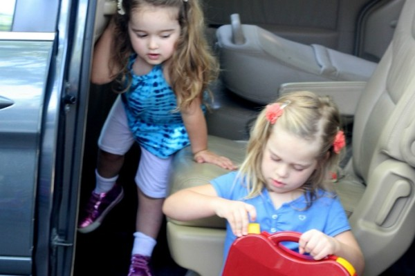 11 Tips to Keep You Sane on Road Trips with Kids–No Screens Required!