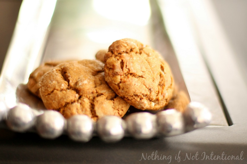 Easy-to-make molasses crinkle (aka gingerbread) cookies