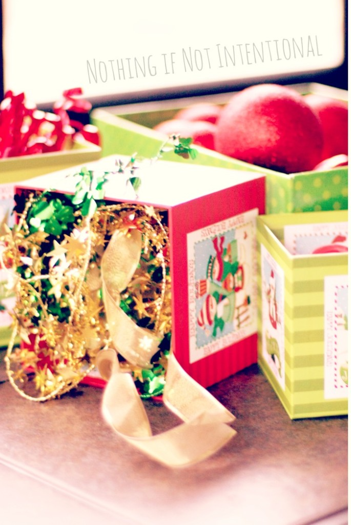 Christmas discovery boxes--simple, sweet, and FREE way for babies, toddlers, and preschoolers to play at Christmastime.