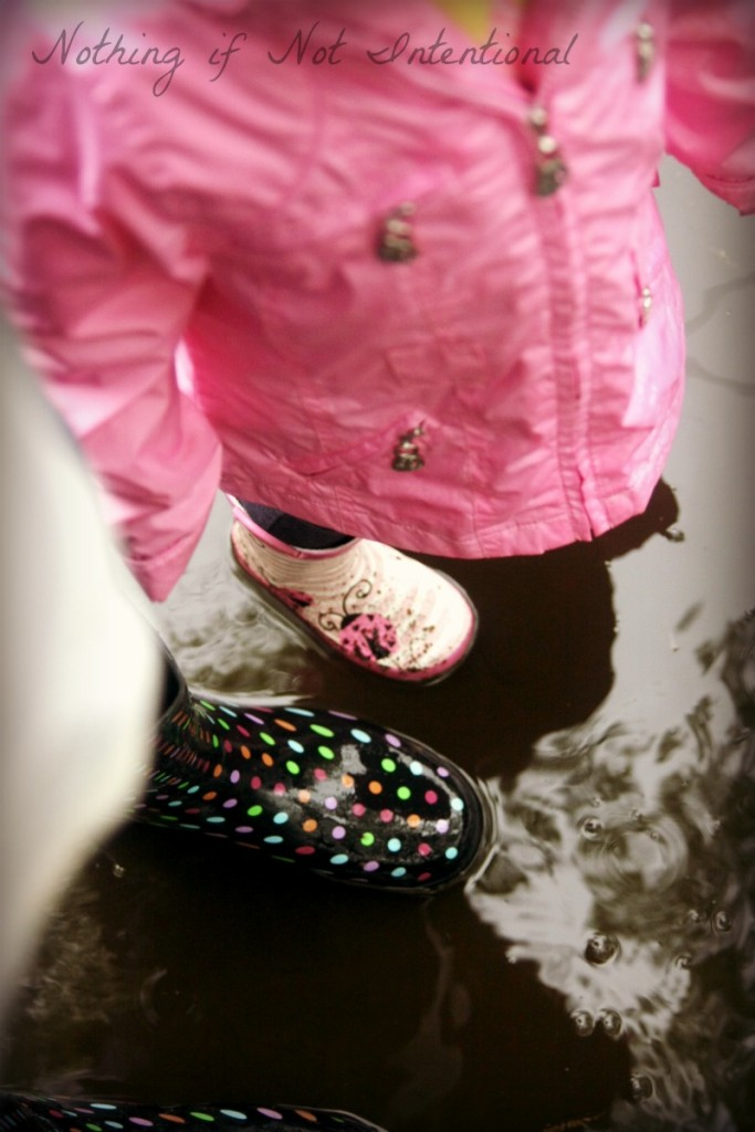 Embrace the rain and go outside to play! 10 ideas for playing in the rain.